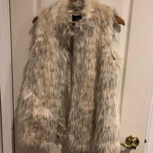Rachel Zoe snow leopard faux fur vest Medium